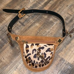 Beautiful bag/belt. Size S. Measures 40 inches.